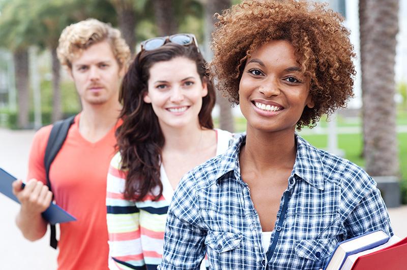 Berufsanfänger und Studenten besuchen Knigge-Seminare